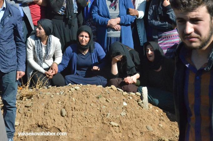 Yüksekova'da hayatını kaybedenler toprağa verildi 1