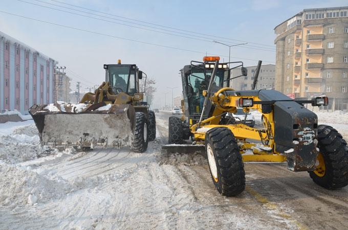 Yüksekova'da karla mücadele çalışması 1