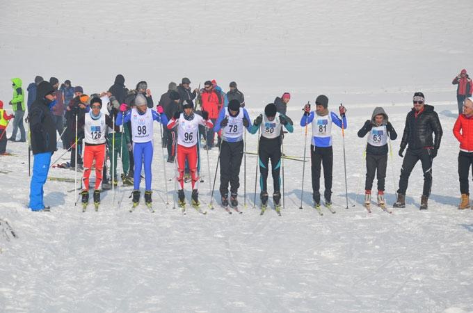 Yüksekova'da kayak yarışması 1