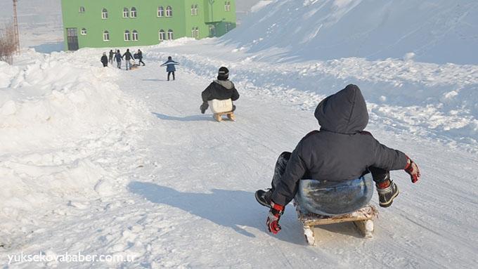 Yüksekova'da çocukların kızak keyfi 1