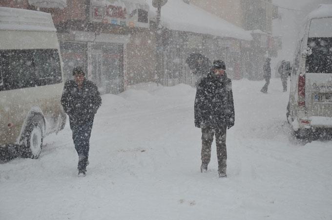 Yüksekova'da yoğun kar yağışı 1