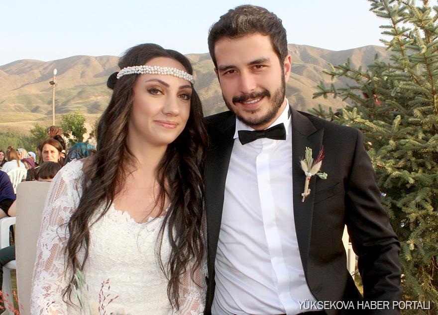 Canan'ın doktor kızına renkli düğün 1