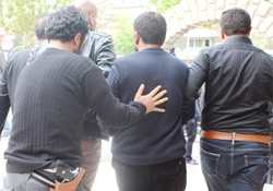 Diyarbakır'da 2 Sendikacı Gözaltına Alındı