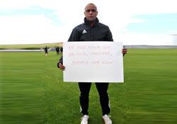 Roberto Carlos'tan Soma pankartı
