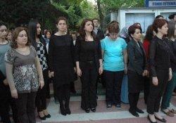Siyah Kıyafetle Saygı Duruşu