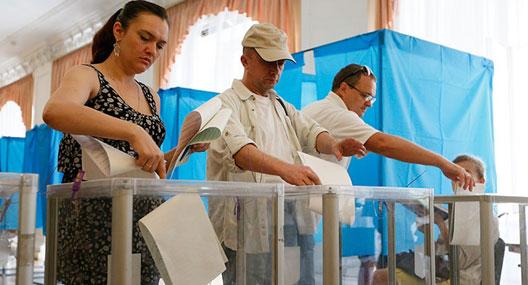 Ukrayna'da  halk 'umut' seçimi için sandık başında