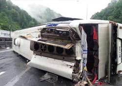 Otobüsü devrildi: 1 ölü, 22 yaralı