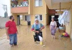 Bursa'da Yağmur Suları Evlere Doldu