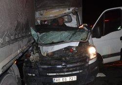TEM'de kaza! TIR'a arkadan çarptı