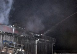 Fabrika yangını paniğe neden oldu