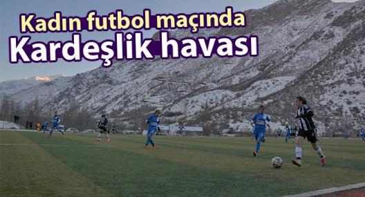 Kadın Futbol maçında kardeşlik havası