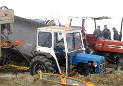 Kargo aracı 3 traktöre çarptı