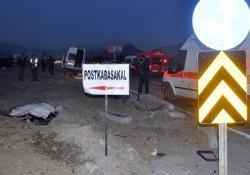 Yolcu minibüsü ile otomobil çarpıştı: 2 ölü, 3 yaralı