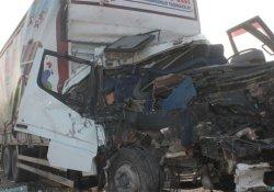 Çekici, kamyon ve minibüs kaza yaptı: 2 ölü, 1 yaralı