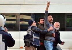 Sokağa çıkma yasaklarını protesto yürüyüşüne ülkücü saldırısı