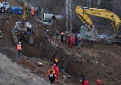 Toprak altında kalan 3 işçi hayatını kaybetti