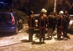 Başkent'te park halindeki otomobil alev aldı