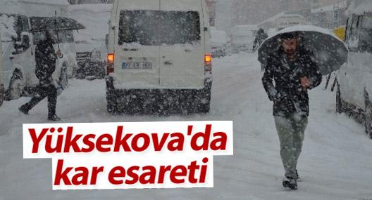 Yüksekova'da ulaşıma kar engeli