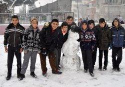 Antalya beyaza büründü, okullar tatil oldu