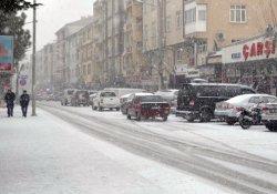Kulu'ya yılın ilk karı yağdı