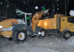Yüksekova'da karla mücadele sürüyor