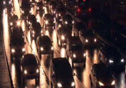 İstanbul'da sağanak yağış trafiği felç etti