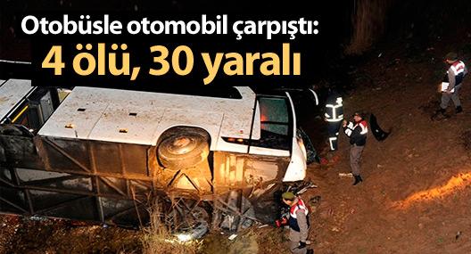 Göçmenleri taşıyan otobüsle otomobil çarpıştı: 4 ölü, 30 yaralı