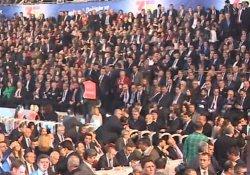 AKP heyeti salonu terk etti