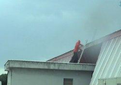 Lodos çatıları uçurdu