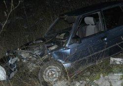 Kaygan zeminde iki otomobil çarpıştı: 1 yaralı