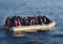Ege Denizi'nde bot battı, anne ve bebeği kayıp