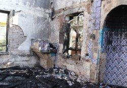 60 yıllık cami yangında kül oldu