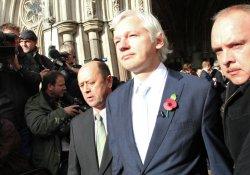 Assange: Yarın ya tutuklanırım ya pasaportu alırım