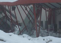 Hakkari'de sebze halinin çatısı çöktü
