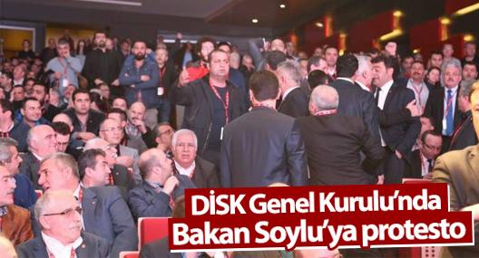 DİSK Genel Kurulu'nda Bakan Soylu'ya protesto