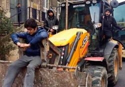 Öğrenciler park yıkımına karşı direniyor