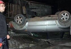 Kontrolden çıkan araç duvara çarparak takla attı: 3 yaralı!