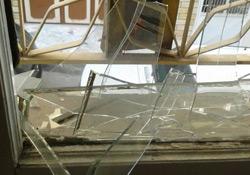 Nizip'te HDP ve DBP binalarının camları kırıldı