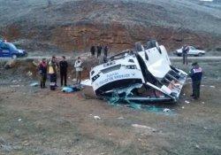Adıyaman Belediyesi hentbol takımını taşıyan otobüs kaza yaptı