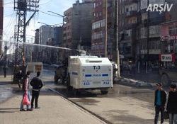 Yüksekova'da polis çarşıyı boşalttı