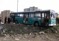 İki otobüs çarpıştı: 1 ölü, 5 yaralı