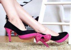 Topuklu ayakkabı giymek kamburlaştırıyor