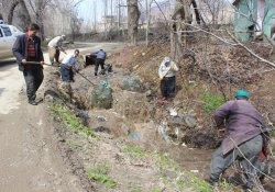 Şemdinli'de köylülerden bahar temizliği