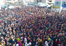 Van'da binler Newroz için toplandı