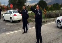 İzmir'de jandarma aracına saldırı: 1 asker yaralı