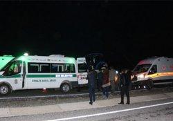 Motosiklet kamyonete çarptı: 2 ölü