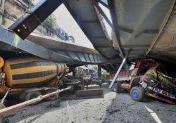 Hindistan'da üst geçit çöktü: En az 20 ölü, 100 yaralı