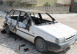 Bursa'da 3 araç ateşe verildi