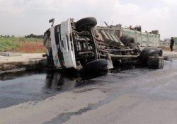 Çalıntı ham petrol taşıyan kamyon devrildi