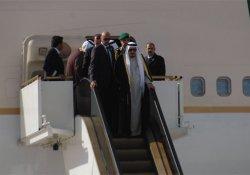 Kral Selman, uçaktan yürüyen merdivenle indi